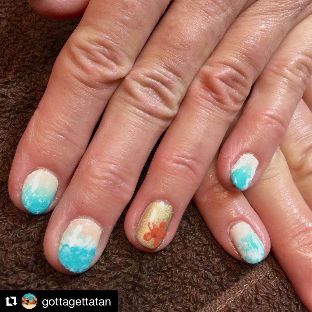 beach-themed-manicure