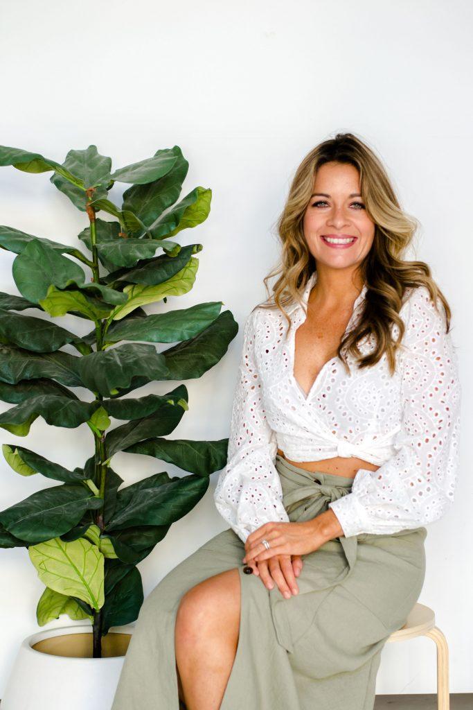 beautiful-woman-tan-studio-photoshoot