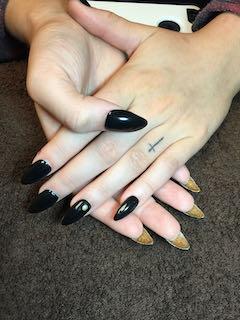 black-gold-pointy-manicure