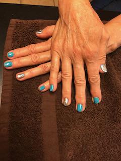 blue-manicure