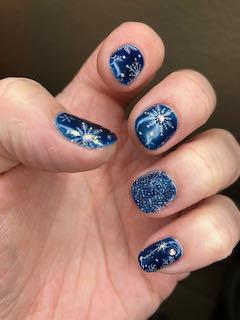blue-nail-art-manicure