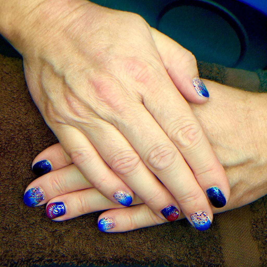 blue-sparkle-nails-mani