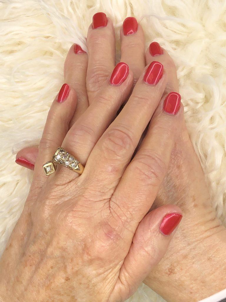 coral-manicure