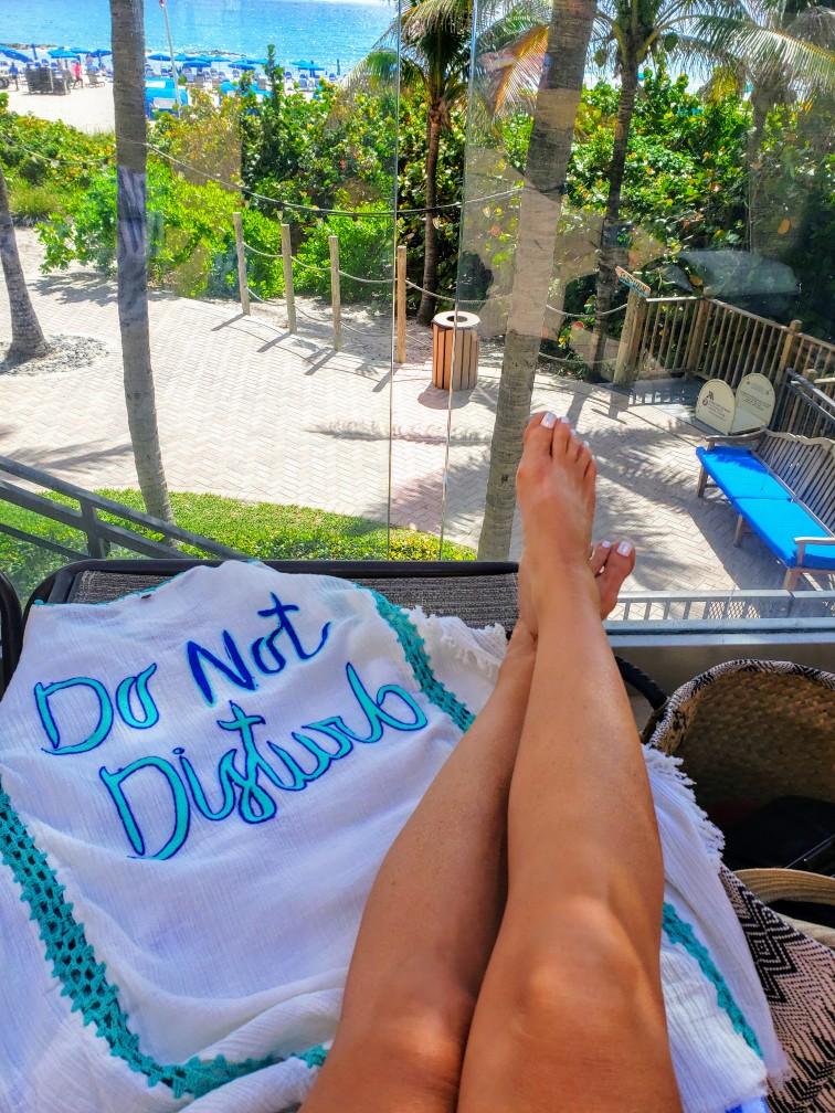 do-not-disturb-tan-legs-vacation