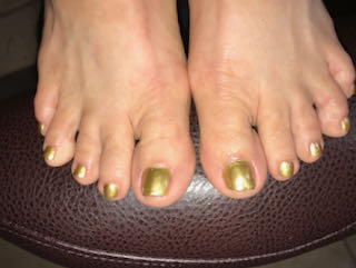 gold-pedicure