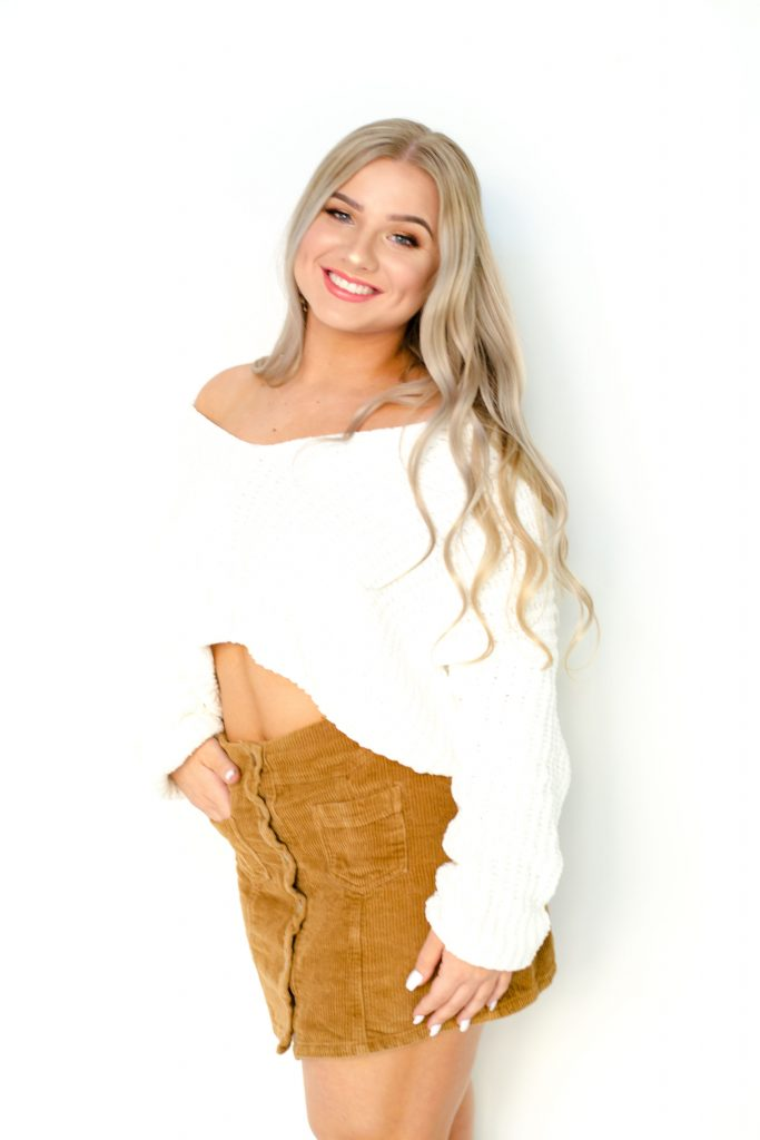 gorgeous-blonde-model-young-tan-glowy