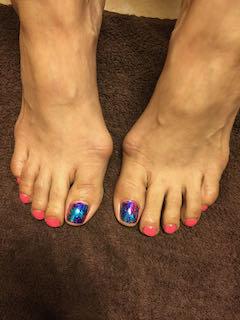 iridescent-pink-mixed-manicure