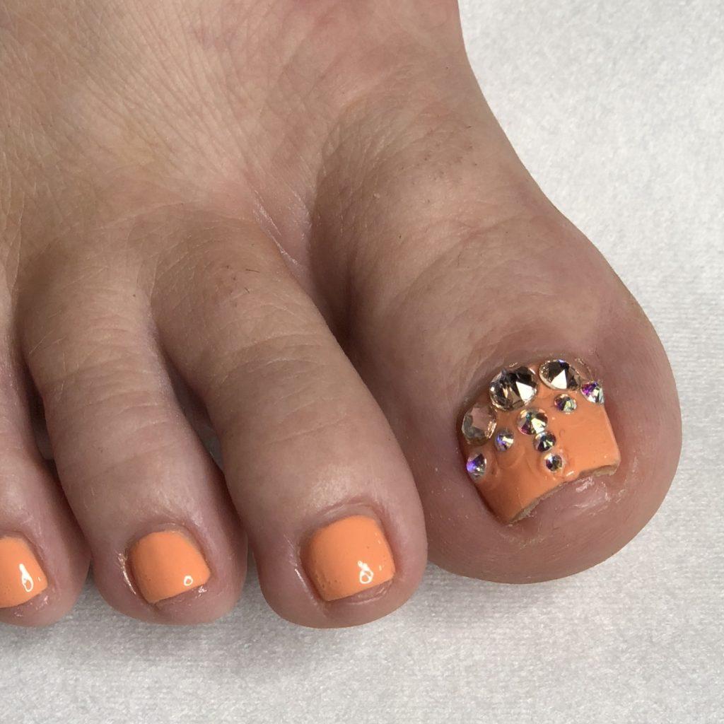 peach-pedicure-bedazzled
