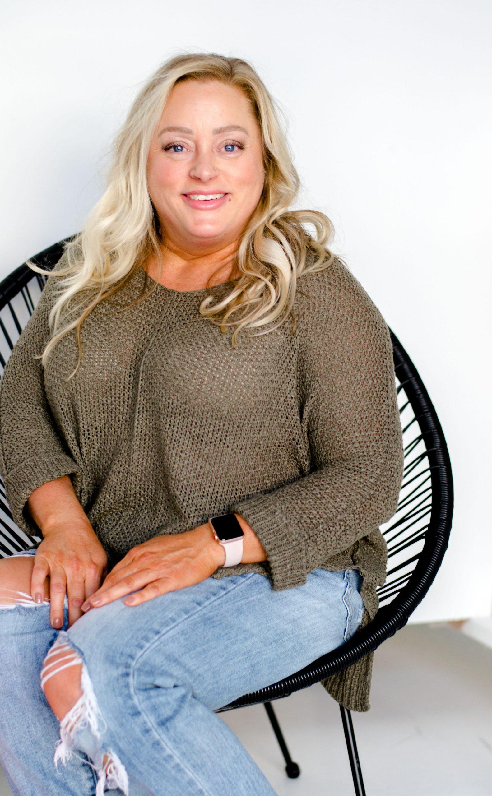 pretty-blonde-candice-portrait