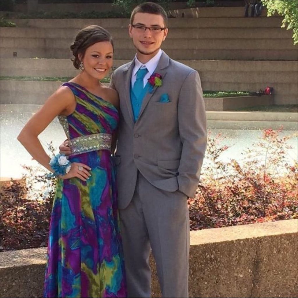 prom-couple-tan-glow-happy-highschool