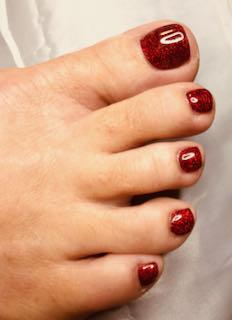 red-christmas-pedicure-pretty