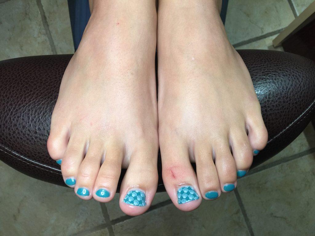 seashell-nailart-turquoise-nails
