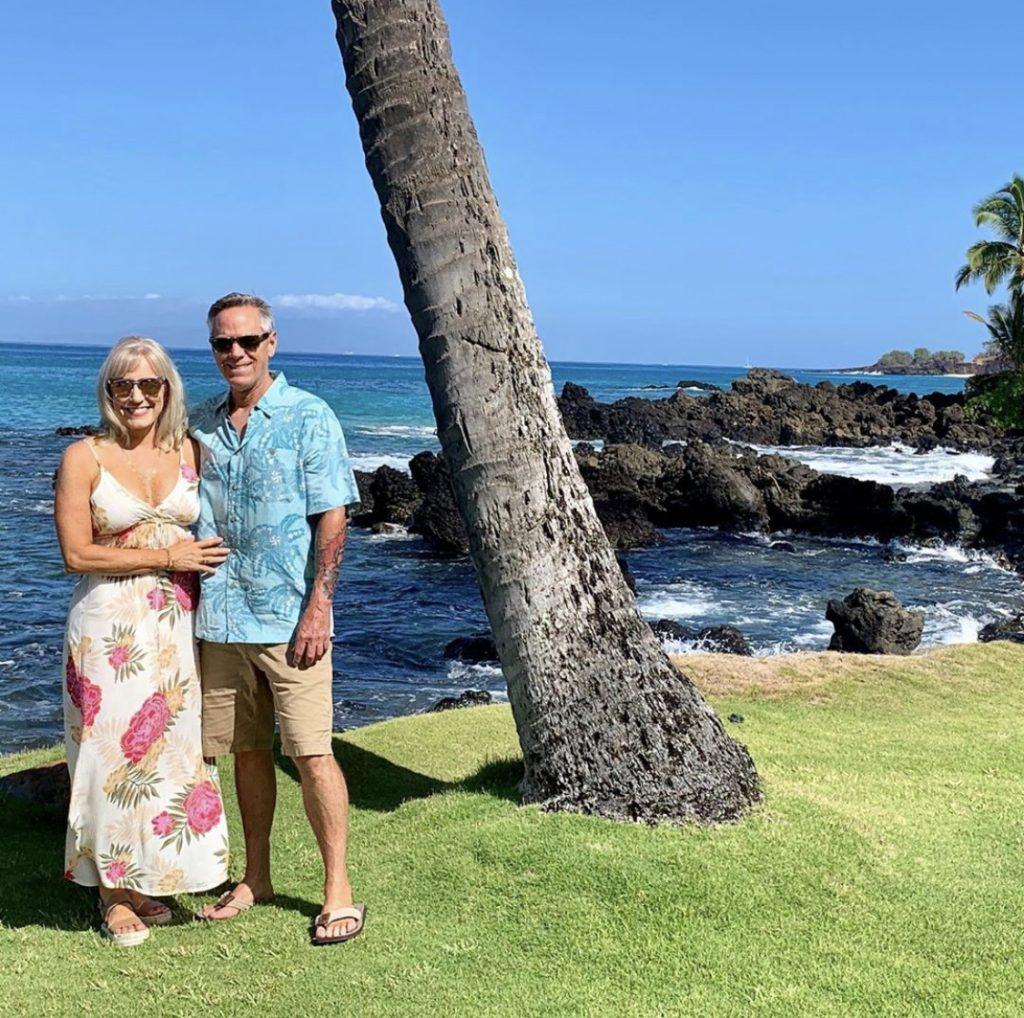 vacation-hawaii-couple-tan