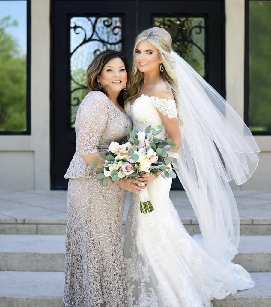 wedding-day-bride-tan-glow-veil-flowers