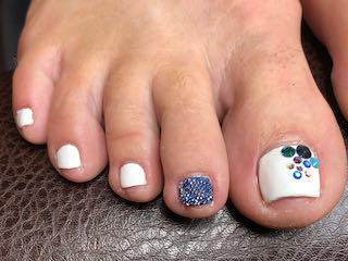 white-bedazzled-sparkle-pedicure